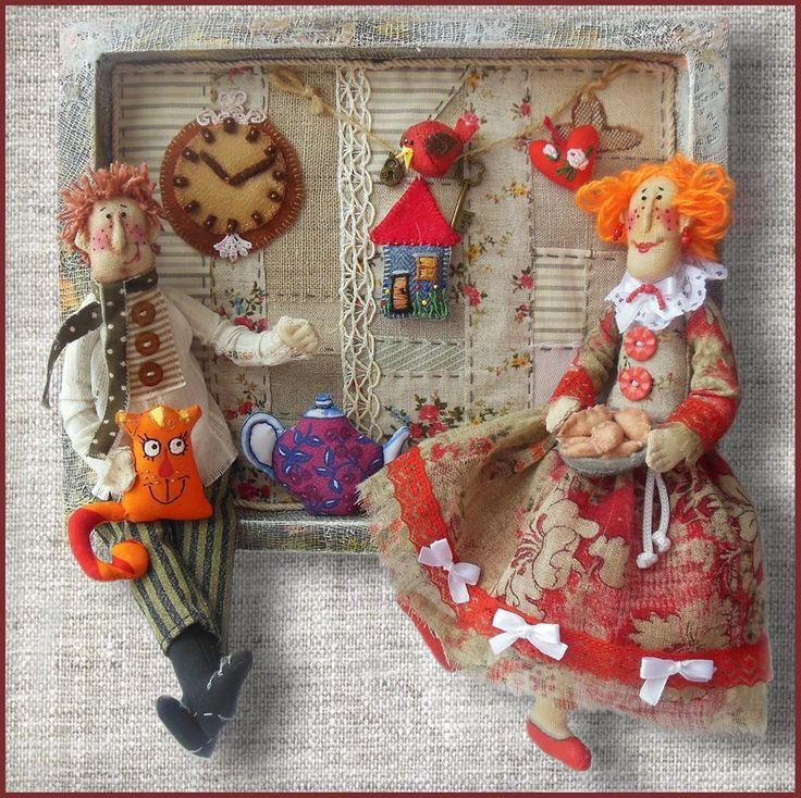 """Панно """"Счастье"""". На этом панно есть все что нужно для счастливой семейной жизни - ключик от уютного дома, рыжий кот, который приносит удачу, горячий чай с пирогами и даже своя птица счастья. Куклы Ольги Турченко."""