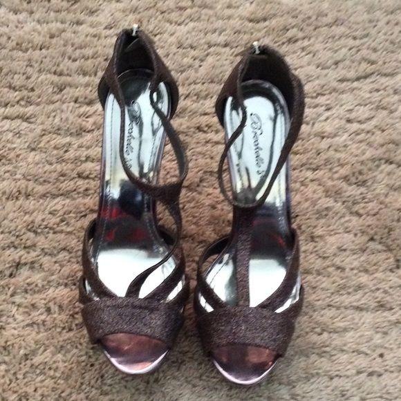 Breckelle's plum metallic 4 inch strappy heel Breckelles 4inch plum metallic strappy heel, never worn Breckelles Shoes Heels