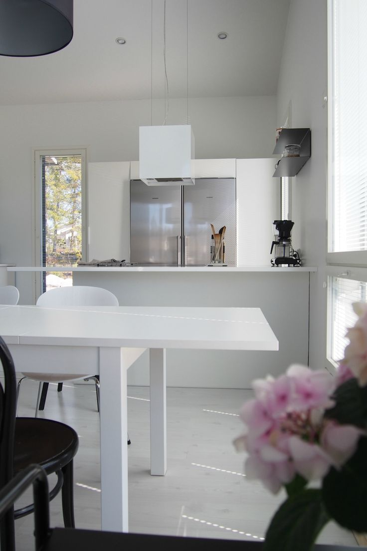 Hannas Home / Currently on my mind + RAUMAblogs / white home white kitchen / dining area