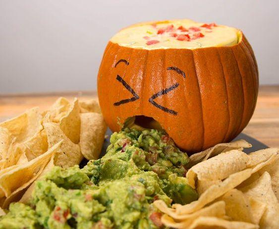 Brauchst du heute: Tortilla-Chips mit Dip im Halloween-Style