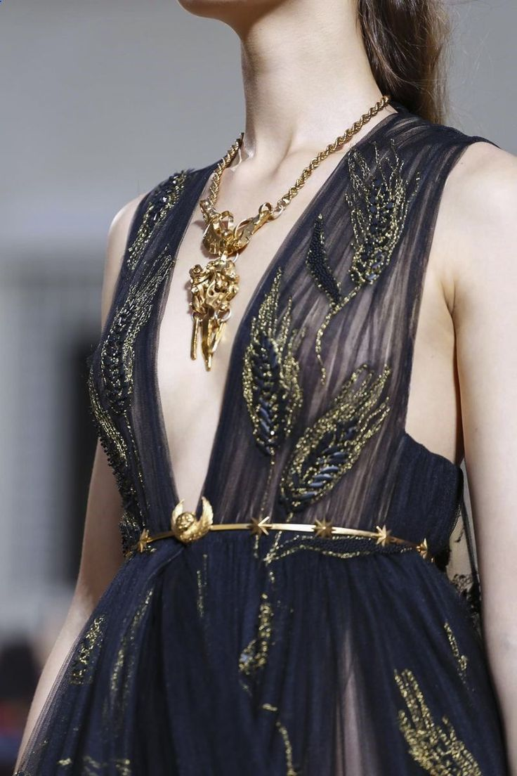 Fashion Trends Accesories - Valentino Couture Fall Winter 2015 Rome Be featured in Model Citizen App, Magazine and Blog. www.modelcitizena... The signing of jewelry and jewelry Uno de 50 presents its new fashion and accessories trend for autumn/winter 2017.