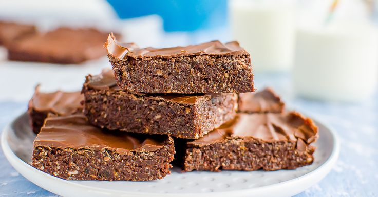 No bake chocolate Weetbix slice, easy kid friendly recipe made with Weetabix, or wheat biscuit breakfast cereal. Healthy recipe