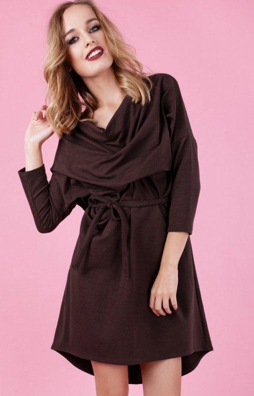Madnezz Frances sukienka brązowa Nietuzinkowa sukienka, wykonana z gładkiej bawełnianej dzianiny, można ją nosić w wersji luźnej lub związanej w talii
