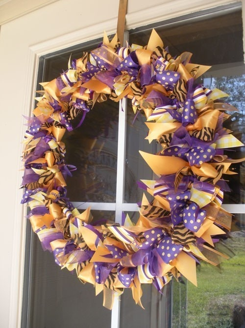 Easy-to-make wreath.: Schools Colors, Football Seasons, Bows Wreaths, Purple Gold, Lsu Wreaths, Ribbons Wreaths, Schools Wreaths, Lsu Tigers, Geaux Tigers