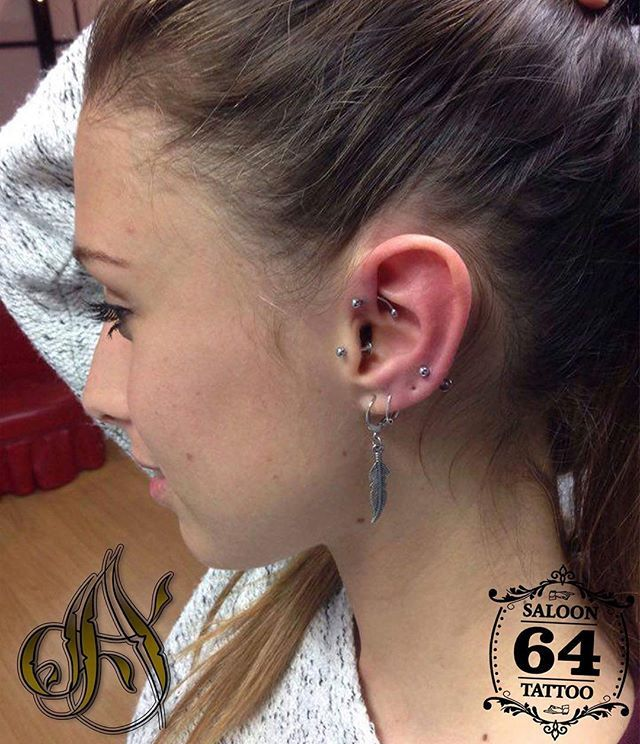 Bien de piercings lóbulo alto, tragus y fordward, 3 en 1! Como siempre en @saloon64tattoo !!#piercings #pendientes #piercing #lobulo #fordward #tragus #girl #love #girlwithpiercngs #alicante #alc #Alacant #summer #summervibes #friday #castaños #plugs #saloon64tattootragus,alc,alicante,summer,lobulo,friday,alacant,summervibes,saloon64tattoo,plugs,piercing,girl,pendientes,fordward,castaños,girlwithpiercngs,love,piercings