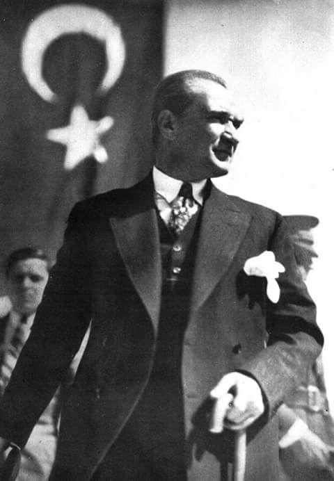 """""""Ben manevi miras olarak hiçbir nas-ı katı, hiçbir dogma, hiçbir donmuş, kalıplaşmış kural bırakmıyorum. Benim manevi mirasım ilim ve akıldır. Benden sonra, beni benimsemek isteyenler, bu temel mihver üzerinde akıl ve ilmin rehberliğini kabul ederlerse, manevi mirasçılarım olurlar.""""  Mustafa Kemal Atatürk"""