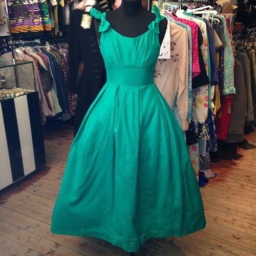 Stunning Frank Usher prom dress - size UK 8/10 - £95 #frankusher #prom #dance #ball #leavers #leaversball #designer #green #fashion #style #trend #beautiful #underskirt #evening #event #formal #glasgow #scotland #uk #byresroad #twitter #instagram #vintage #vintageguru