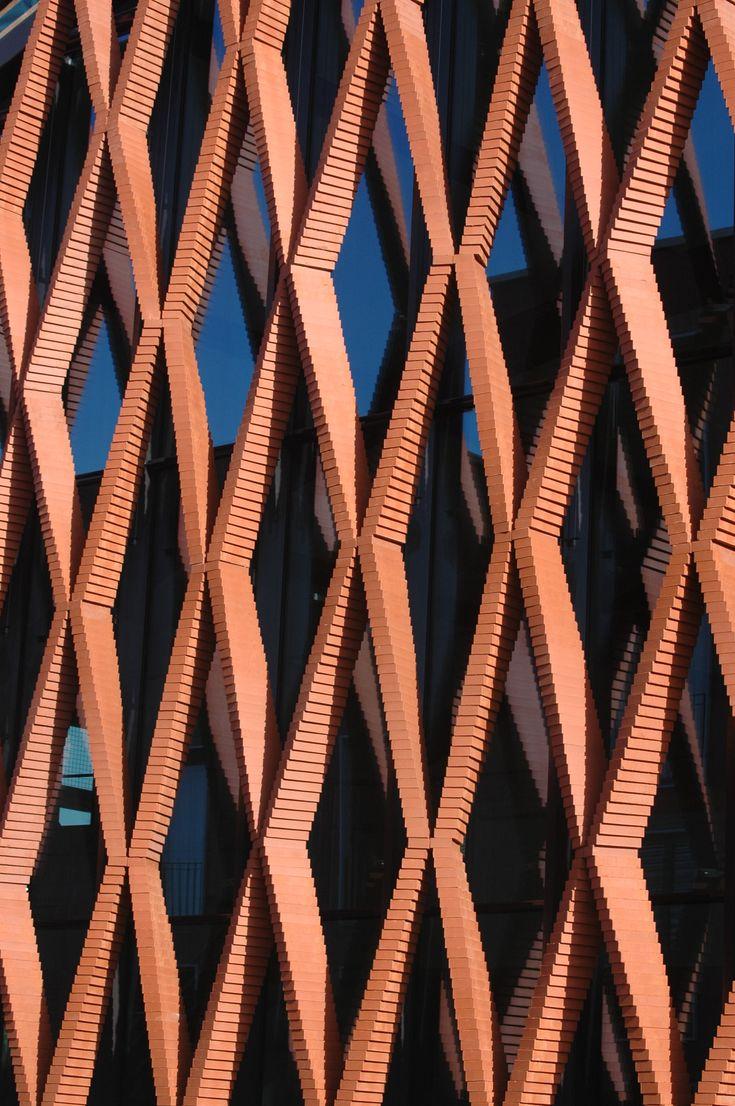 Gramazio Kohler's Robotic Arm Creates an Elegant Twisting Brick Facade