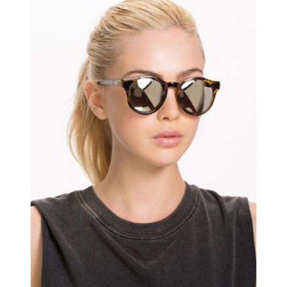 Nwt Le Specs round mirrored tortoise sunglasses Awesome Le Specs Hey Macarena round tortoise shell sunglasses! They're have a gold mirrored lens which is very unique. Sunglasses are new with tags and have never been worn. Le specs Accessories Sunglasses
