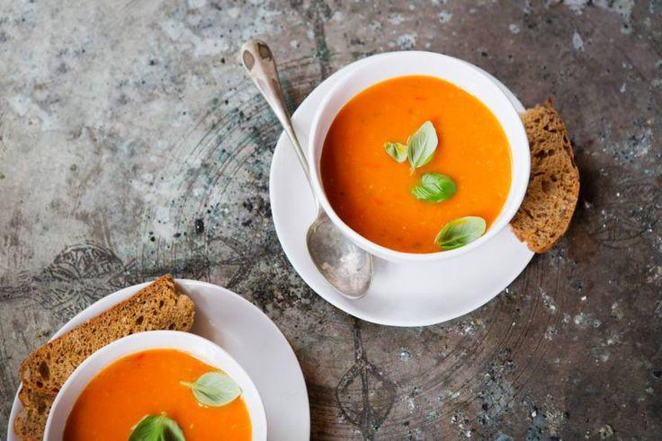 Tomatensoep met verse basilicum - Recept - Allerhande