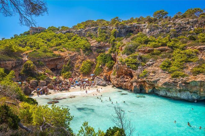 Vue de la plage de Colo des Moro à Majorque.