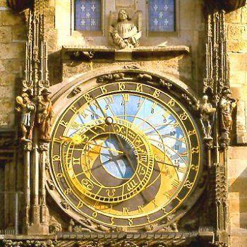 République tchèque : l'horloge astronomique (construite par Nicolas de Kadau en 1410) s'anime à chaque heure jusque 21 heures.