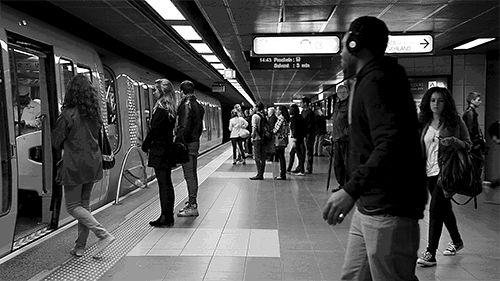 """François Sola et sa série de clichés en cinemagraph. """"Metrologif"""", c'est la rencontre entre l'instant, capturé par des photos dans le métro de Lyon, et le vivant, exprimé par des jeux de mouvement des usagers et des installations. #1"""