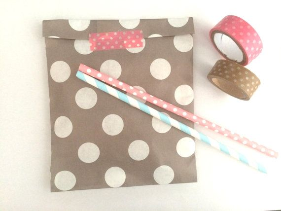 20x gray brown dots paper bags. The listing is for 20 paper bags  13x18 cm (5.1x7.1 inches) Perfect for gifts, jewelry,biscuits,candies, baby