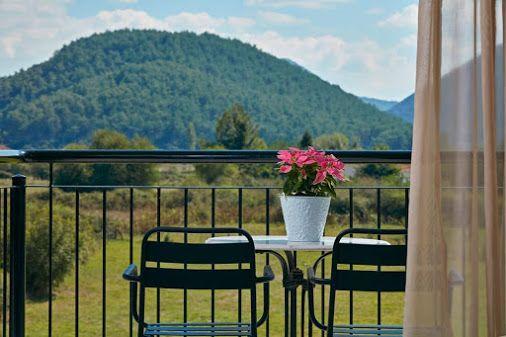 Οκτώβρης και η φύση κρατάει ακόμα τα χρώματά της... www.aarhotel.gr/rooms #October #Nature #Colors #Roomview #Aarhotel #Boutiquehotel #Ioannina #Epirus #Greece