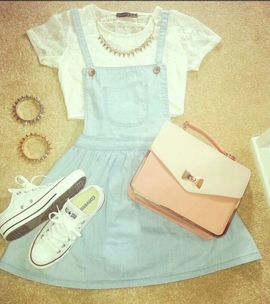 Super cute summer outfit. I love the denim dungaree dress.