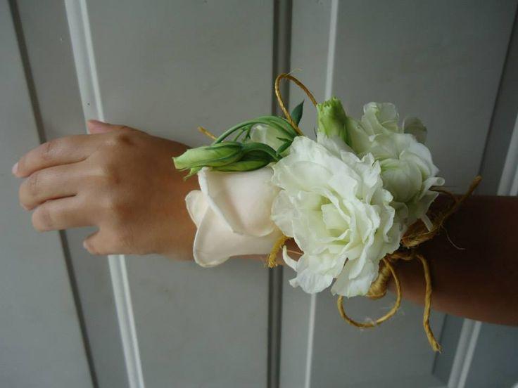 CBL133 Weddings Riviera Maya / bodas / corsage cream and white / blanco y crema
