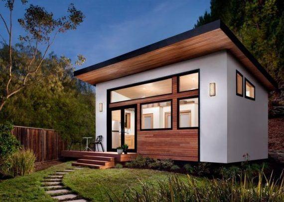 luxus-haus-in-weniger-als-6-wochen-bauen-lassen_kleines-fertighaus-mit-holzverkleidung