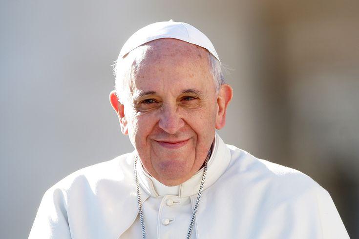 """Si sono affrettati a chiamarlo """"il papa comunista"""" il nostro papa Francesco, non da ora ma certamente di più dopo la recente pubblicazione della sua lettera enciclica """"Laudato si'"""", nella qua…"""