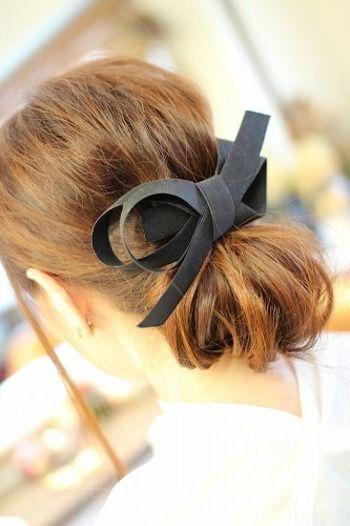 お気に入りのヘアアクセサリーをつけたら完成です! 大き目のバレッタとも相性ばっちりの、上品なヘアアレンジができました!