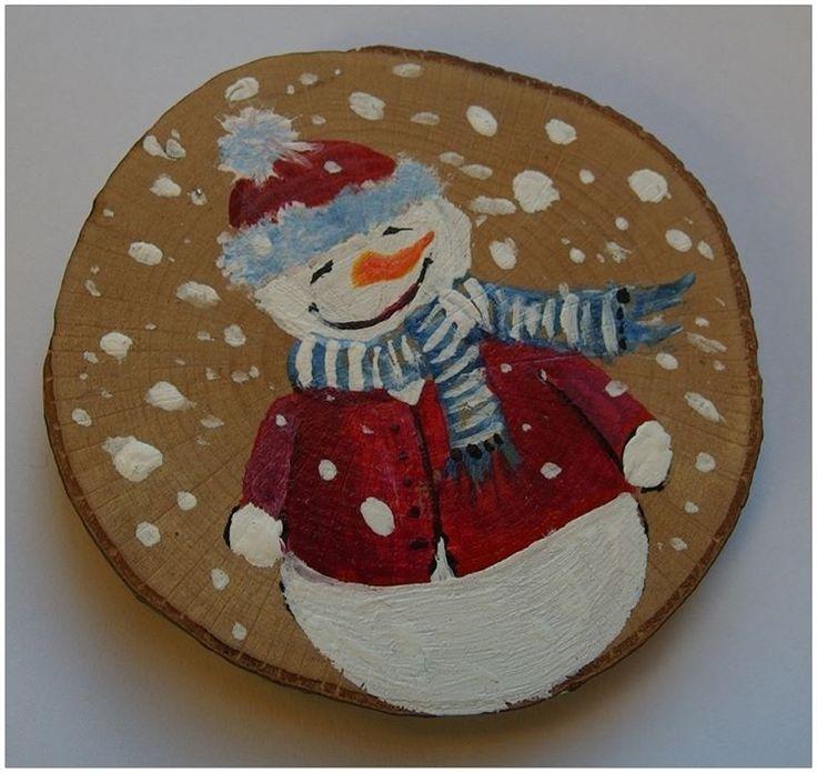 The snowman by Agnieszka Sokołowska - hand painted on wood. #xantosia #bałwan #snowman #снеговик #schneemann #biały #white #śnieg #snow #czerwony #red #marchew #carrot #drewno #reczniemalowane #handmade #handpainted #wood #fridge_magnet #art #nature #picture #gift
