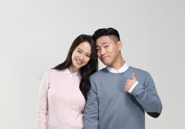 Song Ji Hyo and Gary Continue to Be Loveable CF Couple