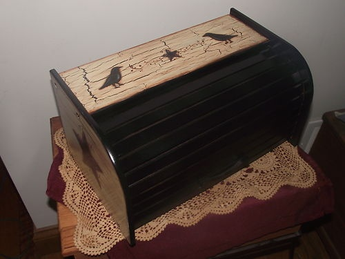 black crow and star with berry vine bread box i love my prim pinterest berries breads. Black Bedroom Furniture Sets. Home Design Ideas
