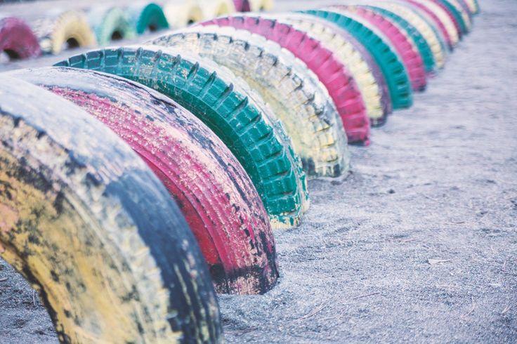 公園にあるタイヤの遊具
