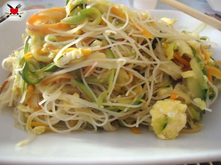 Spaghetti di riso senza cottura con verdure saltate ,devo provarli!