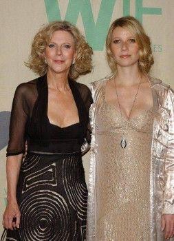 Две крайности классической красоты — Драматик Классик Гвинет Пэлтроу и ее мама, Софт Классик — Блайт Даннер. Тот случай, когда правильные черты лица передаются по наследств.