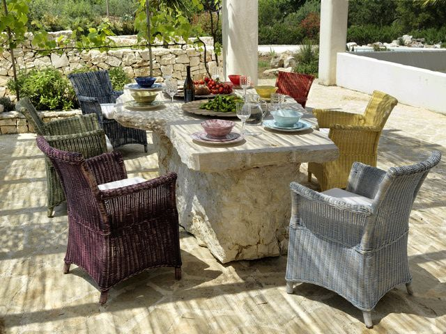 ¿Quieres decorar con muebles de piedra tu jardin o patio?  Mesas and Patio