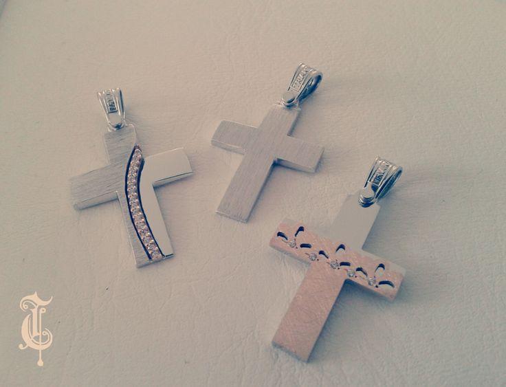 σταυροί βάπτισης, βαπτιστικοί σταυροί Τριάντος, gold crosses jewelry, κωδικοί προϊόντων από αριστερά : 1.1.1249, 1.1.1239 και 1.1.1255