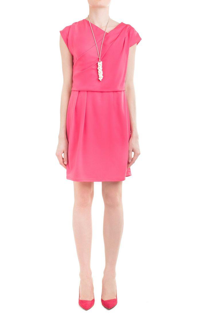 Odważna stylizacja - różowa sukienka. Ale jak efektowna! #róż #sukienki #danhen #wesele