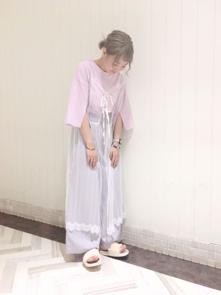 チュールワンピース ◎ ふんわりとやわらいパステルカラーのキャミワンピ×Tシャツセットです。ワントーンで合わせたスタイリングが今年っぽくてオススメの着こなしです。