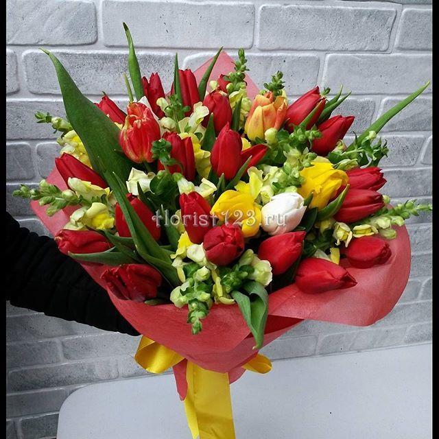 Букет из тюльпанов и львиный зев #цветы #тюльпаны #букет #букетназаказ…
