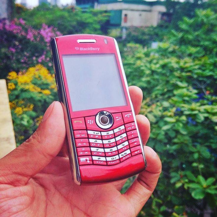 """#inst10 #ReGram @nguyen.xuan.toan: Sau hơn 2 năm lưu lạc thì cháu nó đã quay về. #blackberry #blackberryclubs #teamblackberry #pearl #8110 #blackberryvietnam ...... #BlackBerryClubs #BlackBerryPhotos #BBer ....... #OldBlackBerry #NewBlackBerry ....... #BlackBerryMobile #BBMobile #BBMobileUS #BBMobileCA ....... #RIM #QWERTY #Keyboard .......  70% Off More BlackBerry: """" http://ift.tt/2otBzeO """"  .......  #Hashtag """" #BlackBerryClubs """" ......."""