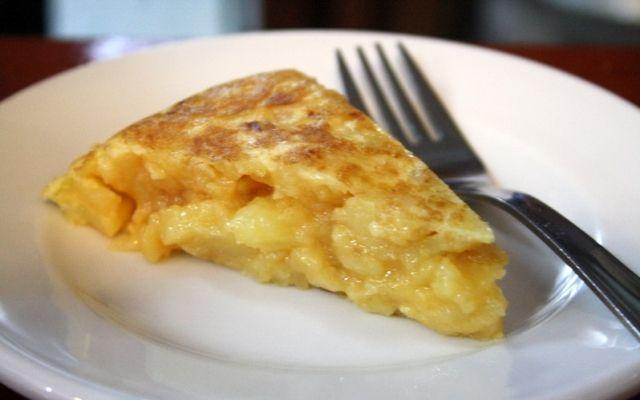 Δεν ξέρεις τι να μαγειρέψεις σήμερα? Θες να φτιάξεις ένα χορταστικό πρωινό? Τότε αυτή είναι η κατάλληλη συνταγή για σένα!! Γιατί κακά τα ψέματα, ποιος δεν αγαπάει τις ομελέτες?