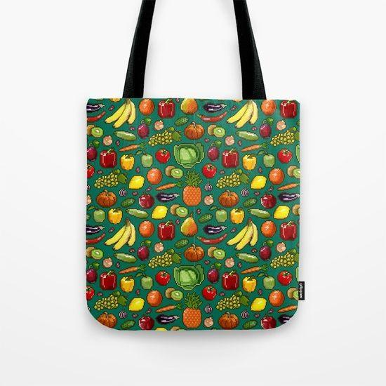 Набор пикселей изображения овощей и фруктов на зеленом фоне. Мешок Tote