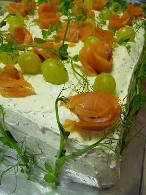 KeittiöKriitikko: Voileipäkakku 50 hengelle (kala ja kinkku)