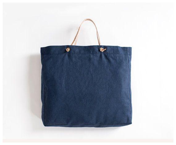 Luxus und Eleganz können Ihr jeden Tag mit dieser Tasche ist. Schweres Leinen und Leder-Riemen in Handarbeit gemacht, ist diese Tasche die perfekte Passform zu gehen an den Strand, im Park, auf den Markt und mehr! Sie können die Lederriemen um die Tasche waschen entfernen!  -BAG Größe 22 X 18 Zoll -SCHULTERRIEMEN  HandMade in USA  PFLEGE Maschinenwäsche, warm. Mit Farben, wie Nicht Bleichen Trockner, niedrig Warmen Eisen  Celina Mancurti, Llc ist nicht verantwortlich für den Ersatz von…