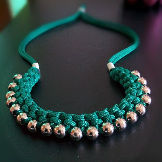 Learn how to make this awesome necklace easily.