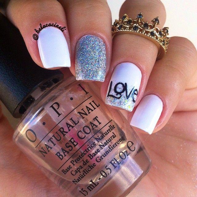 Unha perfeita para o dia dos namorados. Super romântica. Love na anelar com branco e glitter prata. Por @belacacineli