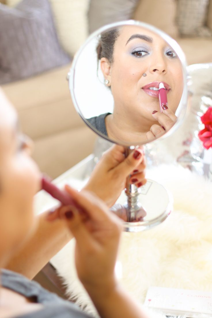 Tis the season to break out the sparkle and get glam. See how I am getting holiday ready in under 15 minutes with this easy holiday makeup tutorial!