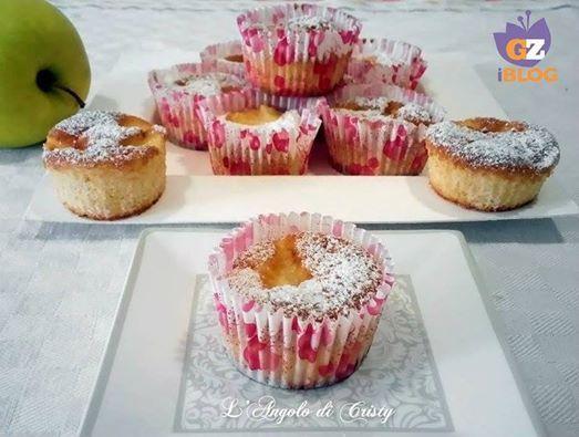 #Muffin ALLE #melaGolden, deliziosi morbidi e con il buon profumo di mele, adatti alla merenda e anche per la colazione.  Qui sul piatto quadrato Dedra in polpa di cellulosa bio.  http://blog.giallozafferano.it/langolodicristina/muffin-alle-mele-golden  http://www.ecobioshopping.it/it/142-piatti-cellulosa-elegance