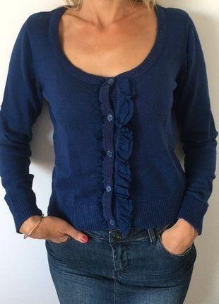À vendre sur #vintedfrance ! http://www.vinted.fr/mode-femmes/autres-pull-overs-and-sweat-shirts/31246023-pull-gilet-de-la-marque-le-temps-des-cerises