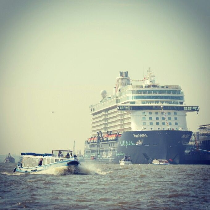 #TUI Cruises Mein Schiff 4 in #Hamburg ! #hamburgcruisedays #cruisedays2015 #cruisedays #meinschiff4 #cruise