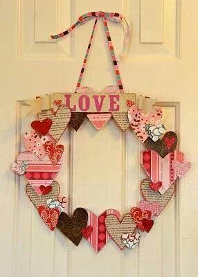 Valentijn krans...van karton rn rest papier. Garden whimsies idee