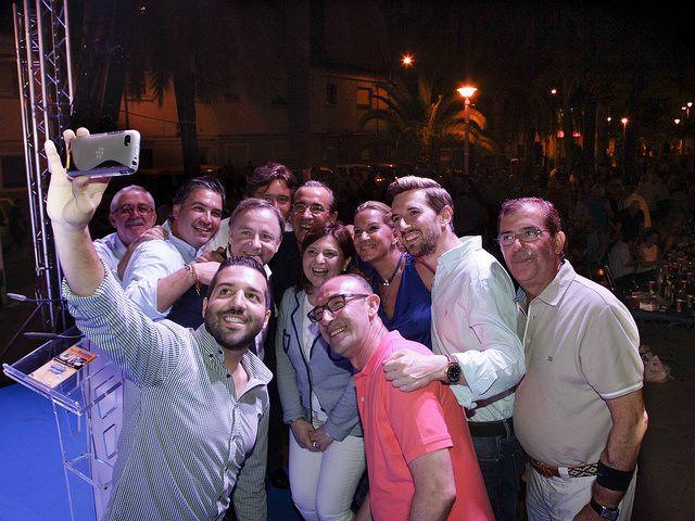 Selfie en la tradicional cena de verano del PP de Gandia