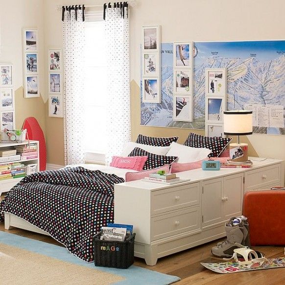 what a cool room for a kid if they love to ski!  Love the mountain ski map with the frames over it.