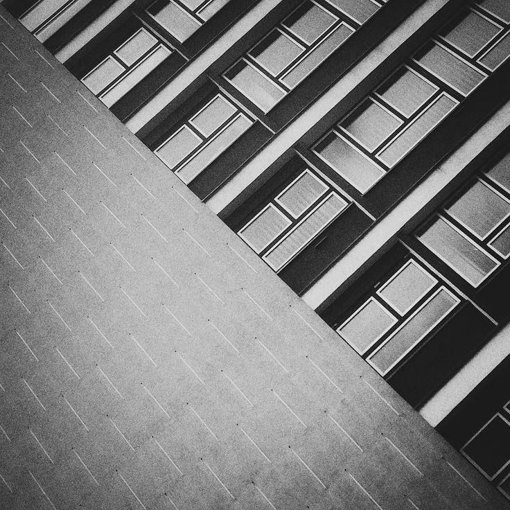 #street #streetphoto #streetphotography #iphoneonly #outofthephone #everybody_street  #world_streets#street_photography #streetphotographers #iphoneography #streetphoto_bw #photooftheday #ig_street #mobilephotography #justgoshoot #blackandwhite #bnw_life#everybodystreet #street_photo_club #StreetLife_Award #tv_streetlife #StreetHunters #grupamobilni #igerspoland #architecture  #mobilnytydzien131